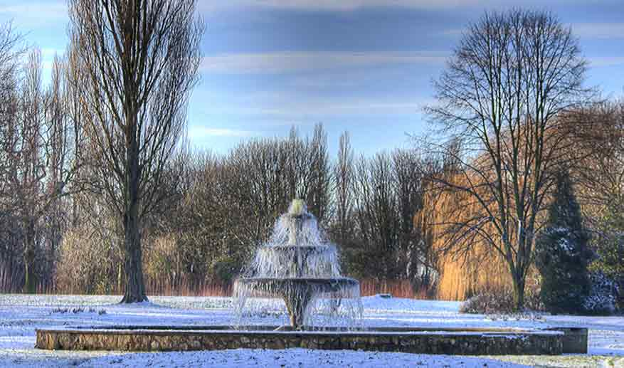Preparing your garden fountain and pond for winter for Winter garden pool