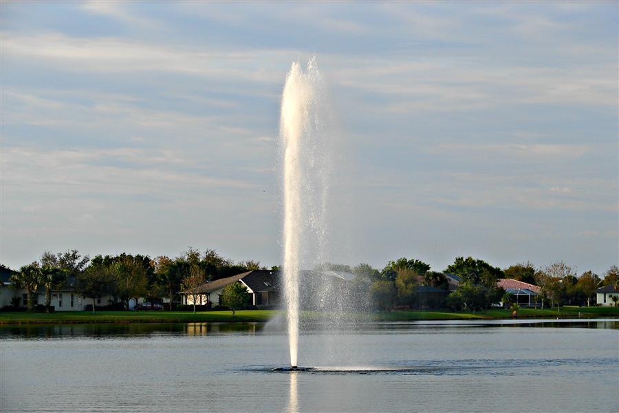 Aquamaster Lake Fountain Geyser Masters Series